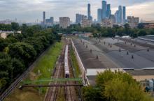 Почему Филевская линия московского метро по большей части находится на поверхности, а не под землей