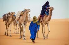 Кочевые племена туарегов, где мужчины прикрывают лицо, а женщины нет