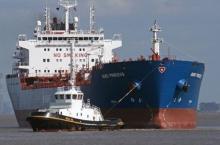 Почему корабли, проплывающие рядом, притягиваются друг к другу