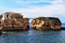 Гайола — проклятый остров в Италии, окутанный страхом и смертью