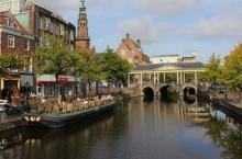 Какой город во Фрисландии имеет 225 названий, и как так получилось