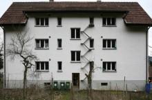 Зачем в Швейцарии на стенах зданий есть маленькие лестницы, которые не выдержат веса человека