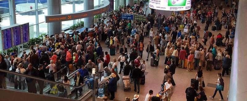 поток пассажиров в Домодедово