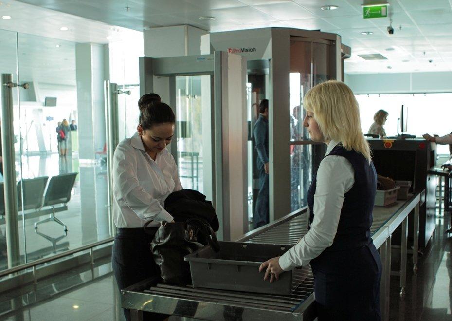 Ни в коем случае пассажиру нельзя шутить с работниками службы безопасности