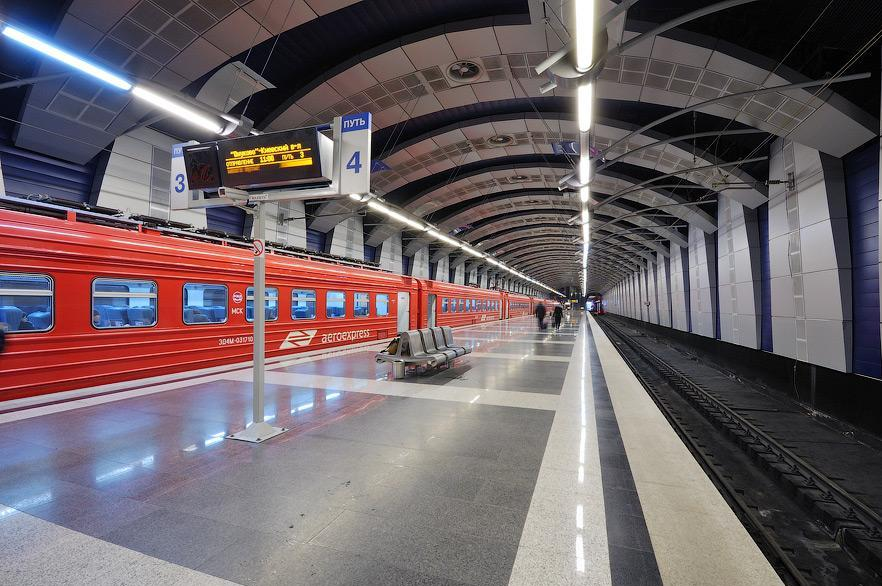 Проезд в современной комфортной скоростной электричке от станции киевская