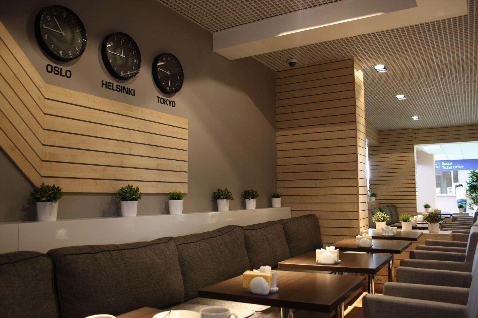 Пообедать в одном из кафе на территории аэровокзала