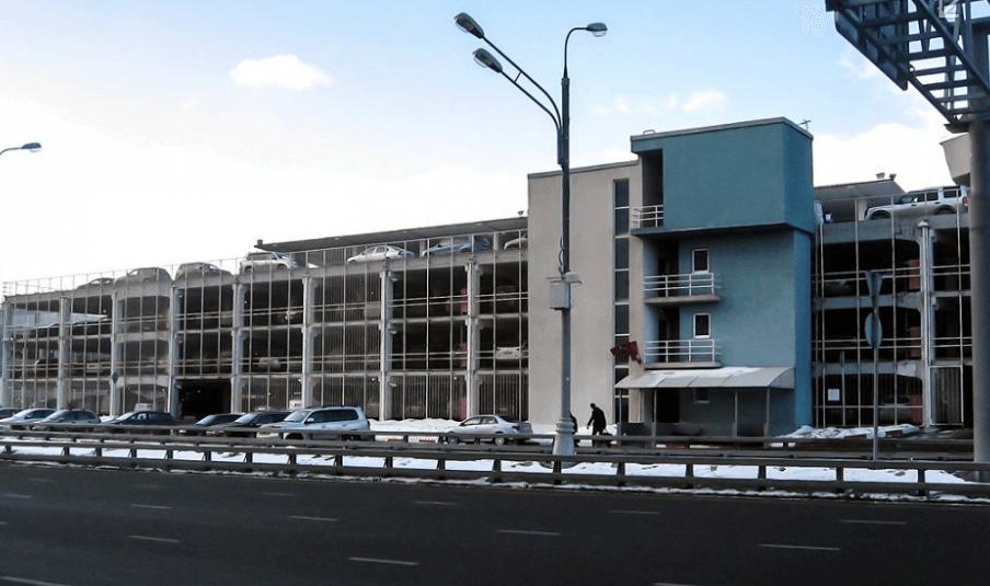 Многоуровневый паркинг перед Внуково