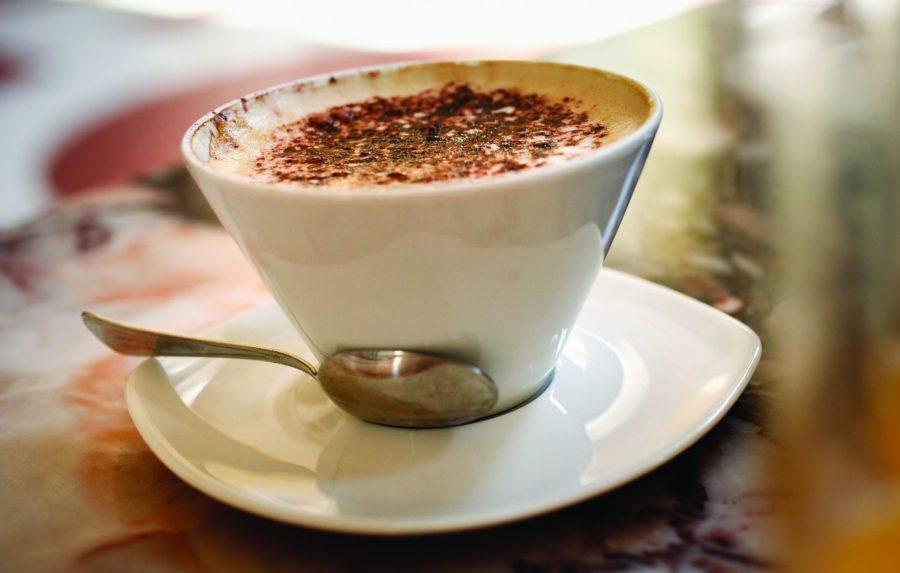 Провести время с чашкой горячего кофе