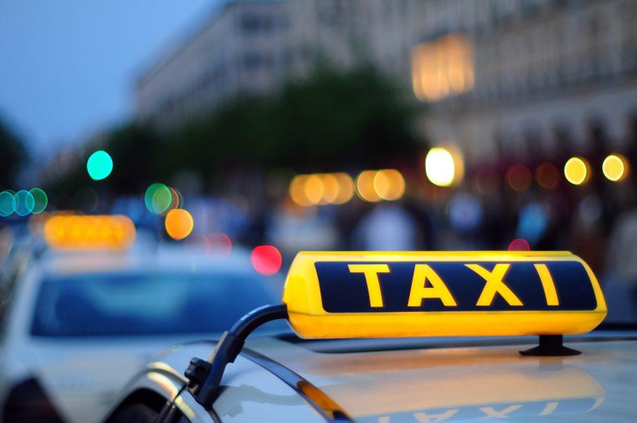Добраться до аэропорта на такси