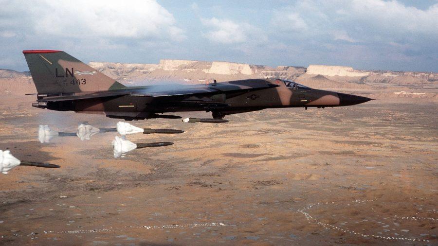 Тактический бомбардировщик F-111 General Dynamics