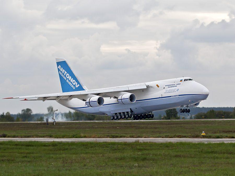 Военно-транспортный лайнер Ан 124 Руслан