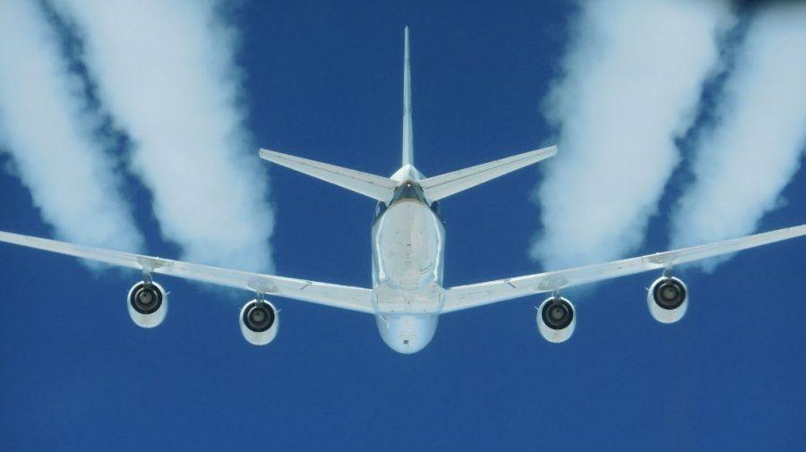 Отношение к самолетам отличается