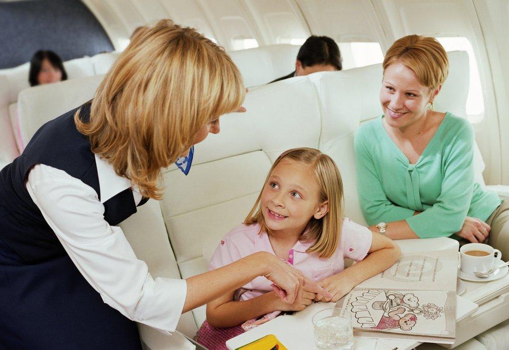 Ребенок в самолете без родителей