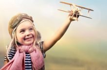 Ребенок полетит на самолете