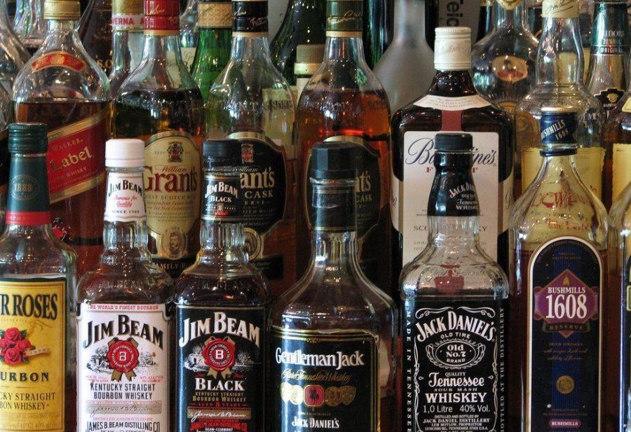 Спиртные напитки в большом количестве