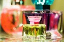 Парфюмерия содержит спирт