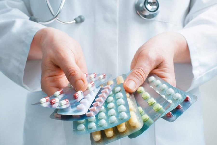 Собрать лекарства для поездки