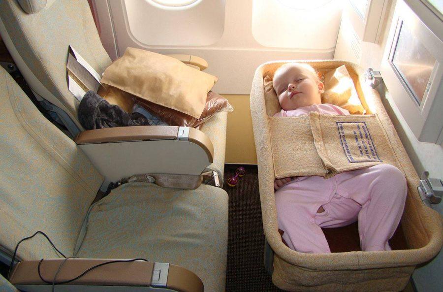 Летит ребенок младше 2-х лет
