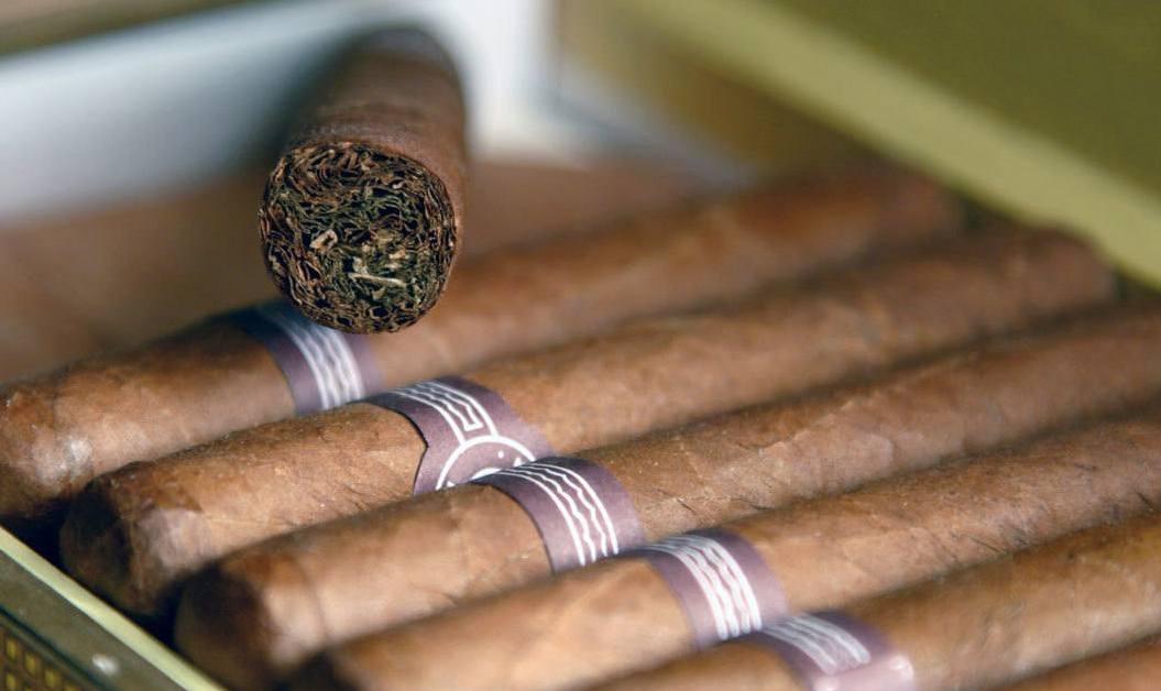 Вывозить табак из страны в самолете