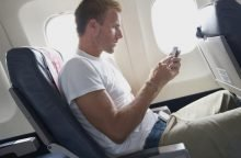 Пользоваться телефоном в самолете
