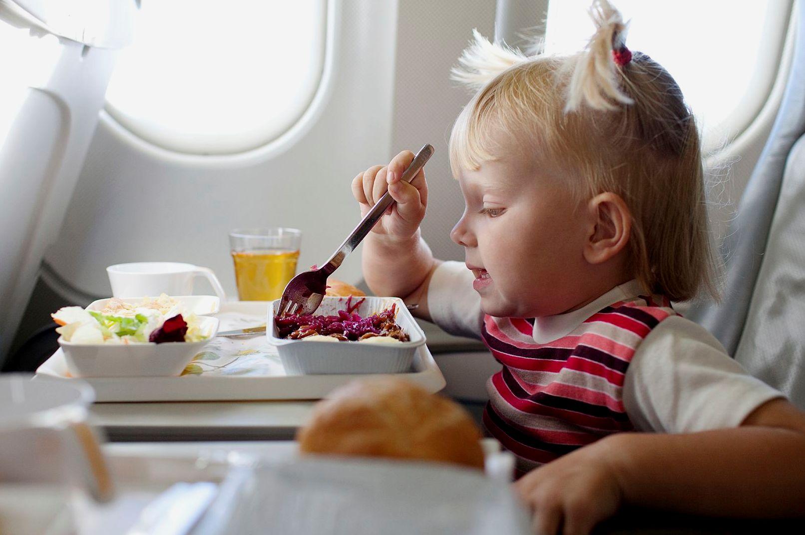 Питание ребенка в самолете