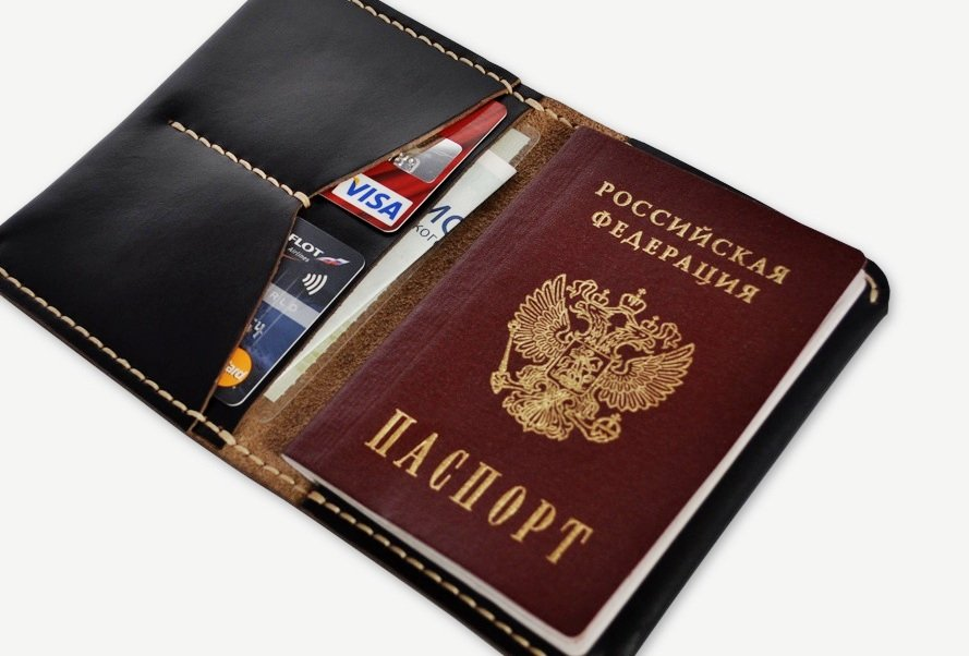 Гражданин предъявляет паспорт