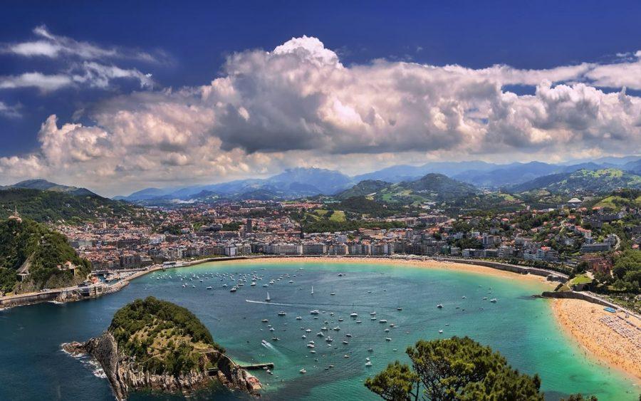 Красивый пляж Ла-Конча, Испания