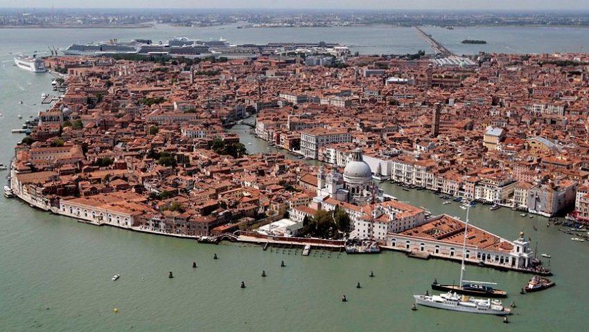 Популярная Венеция город на воде