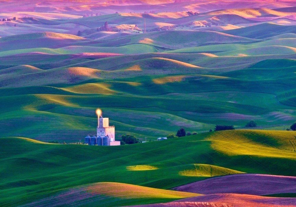 Яркое и красочное место на земле