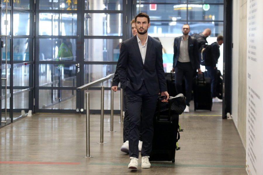 Пассажир в аэропорту и отмена рейса