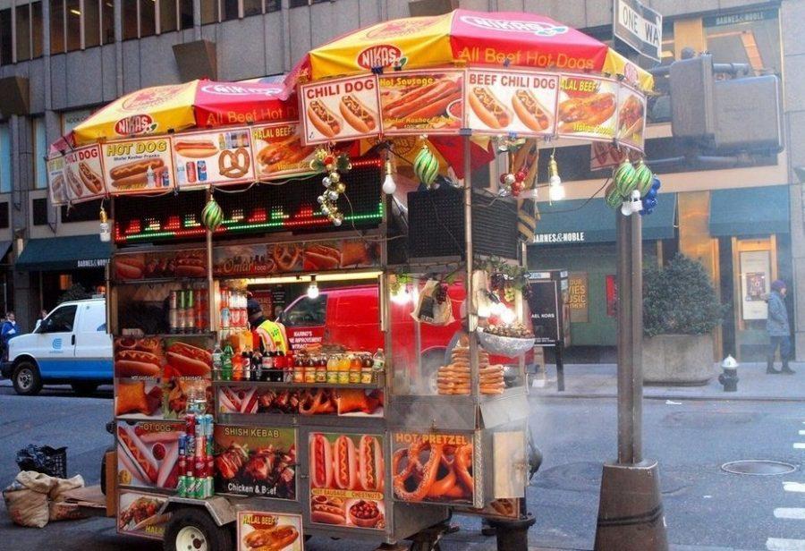 Хот-доги на улицах Нью-Йорка