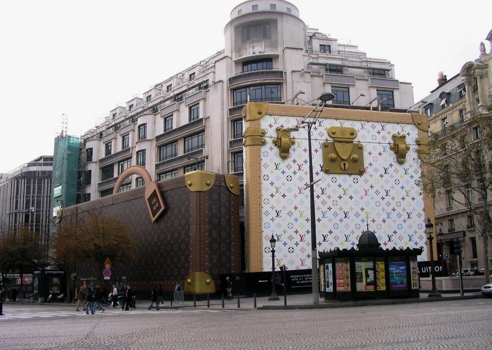 Магазин Огромная сумка Lois Vitton в Париже (Франция)