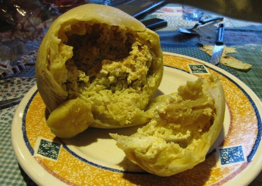 Гнилой сыр с личинками не стоит есть