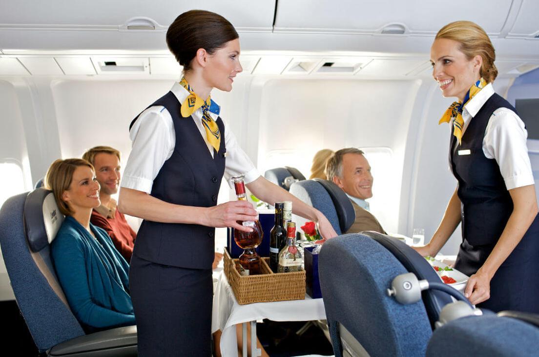 Передвижение стюардессы по салону