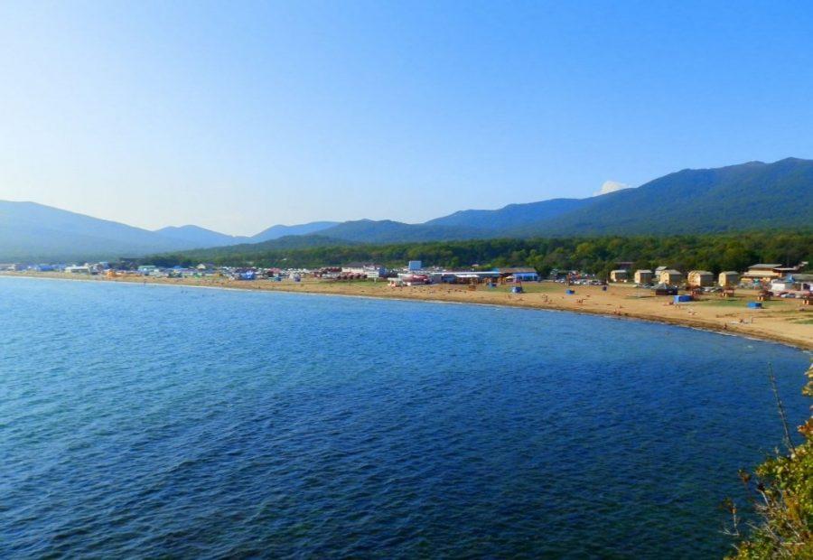 Лазурная бухта в Уссурийском заливе Японского моря, Приморский край