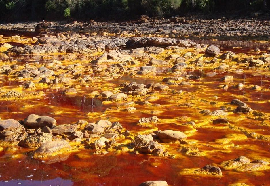 Ядовитая река Рио Тинто в Андалусии