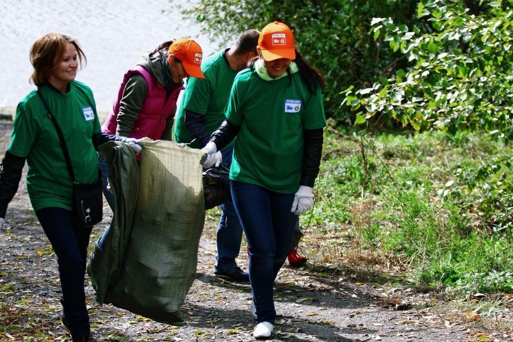 Заняться уборкой мусора