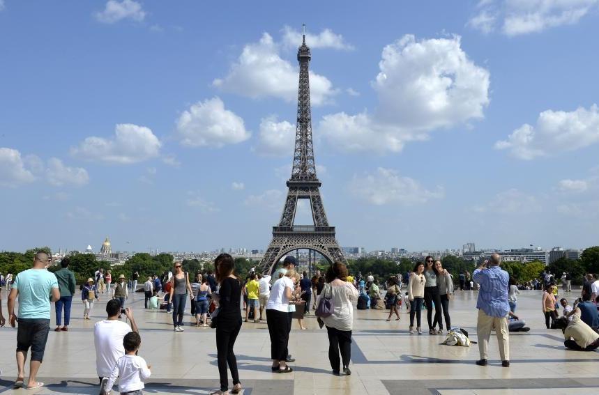 Франция и приехавшие туристы