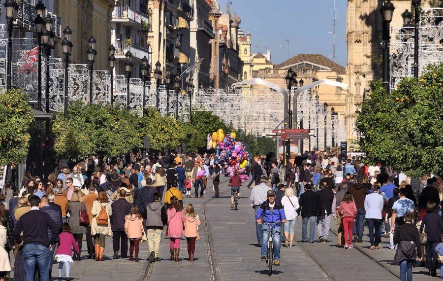 Испания и приехавшие туристы