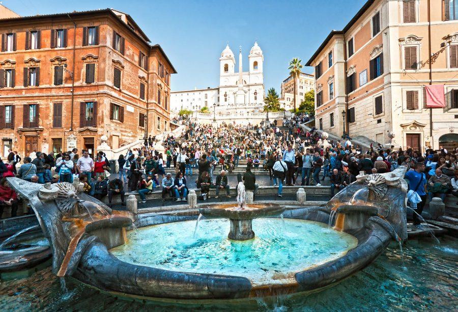 Италия и приехавшие туристы