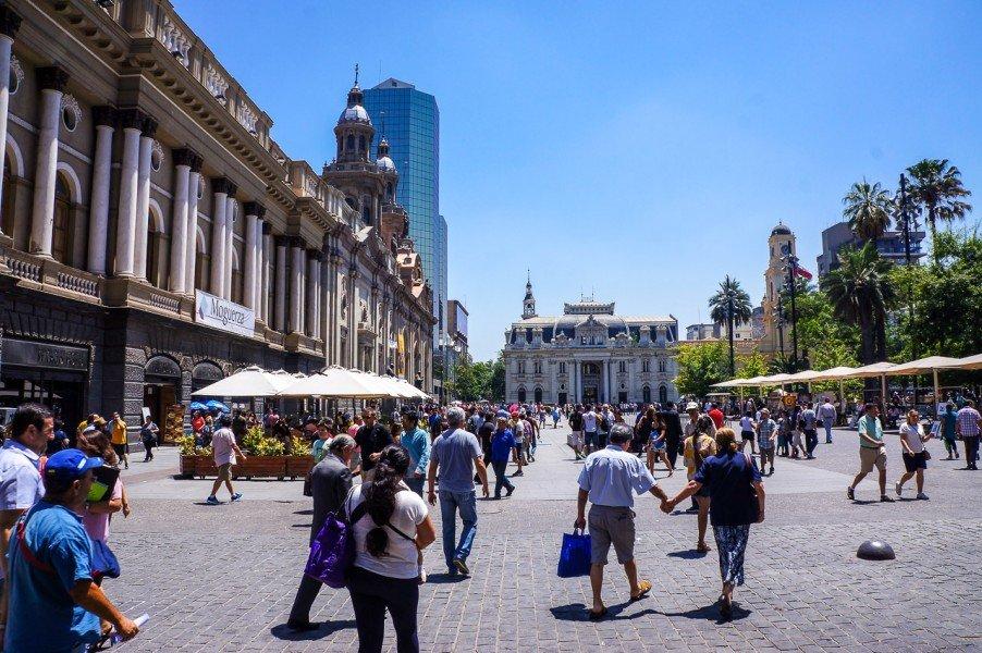 Чили и приехавшие туристы