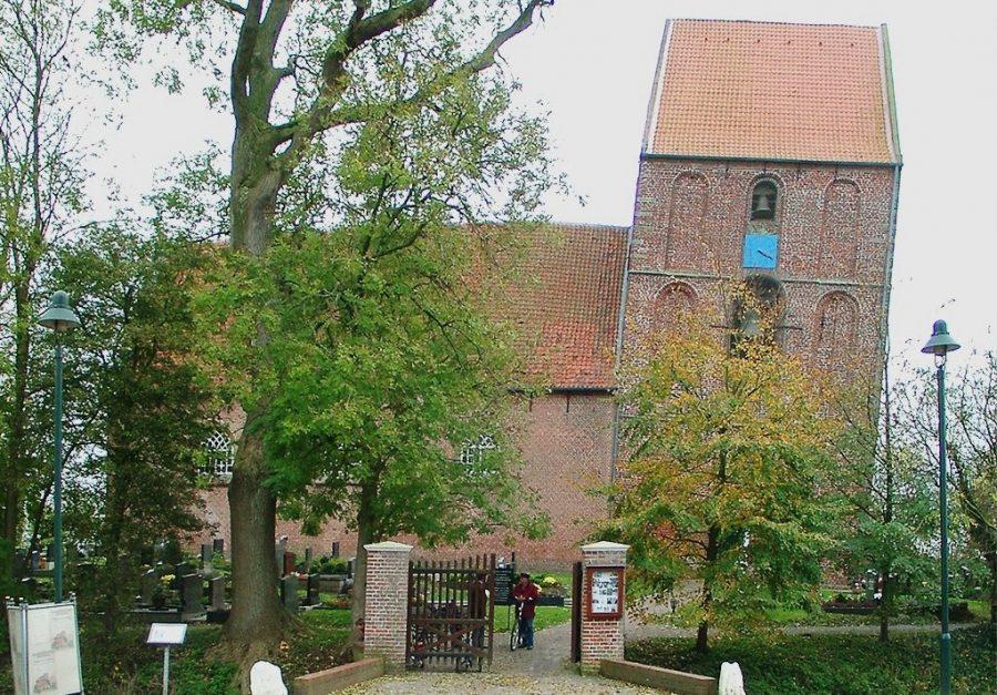 Падающая башня в деревне Зуурхузен