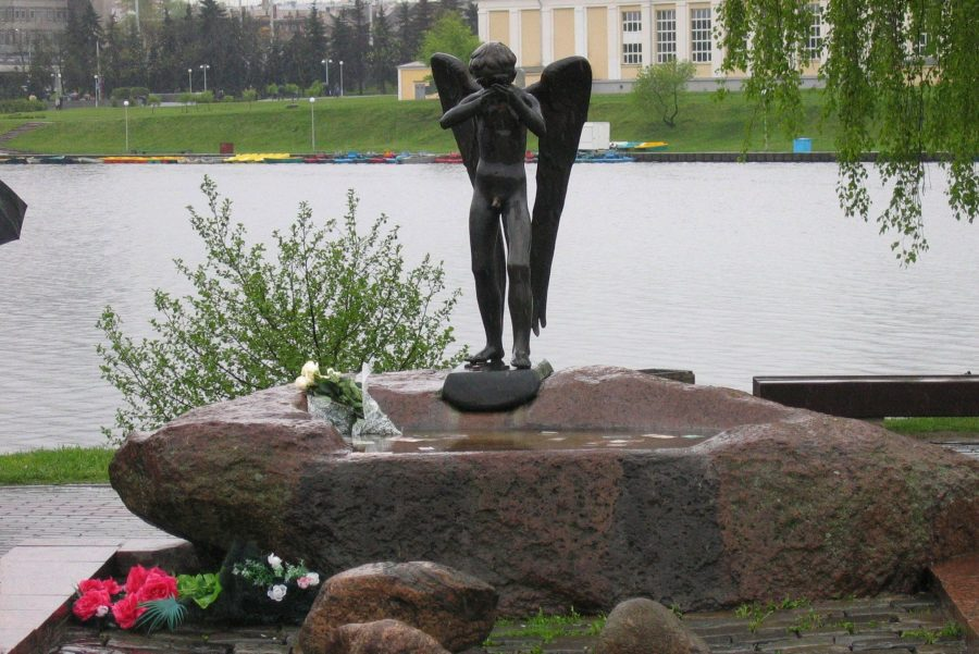 Памятник Плачущий ангел