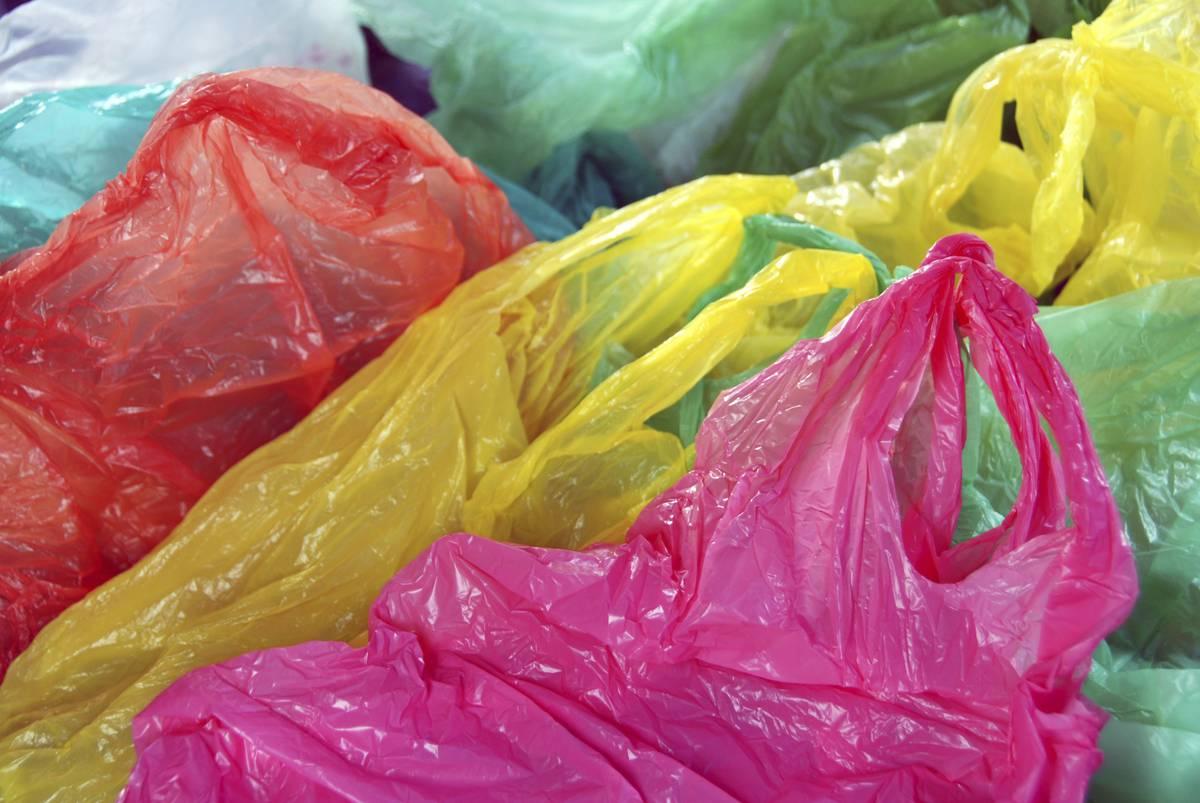 Использование пакетов из пластика