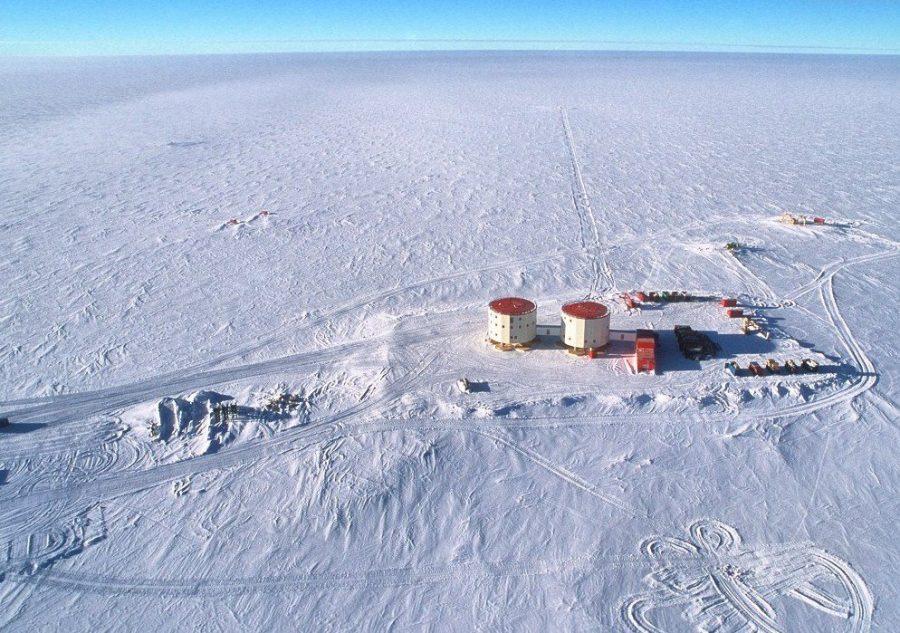 Окрестности исследовательской станции Plateau Station в Антарктиде