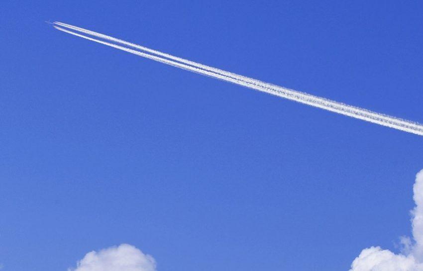 Полоса оставленная самолетом