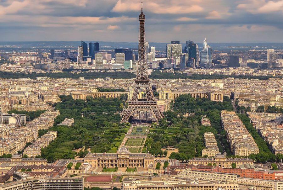 Париж во Франции часто посещаем туристами