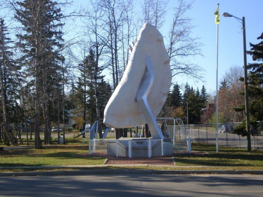 Памятник варенику в Канаде
