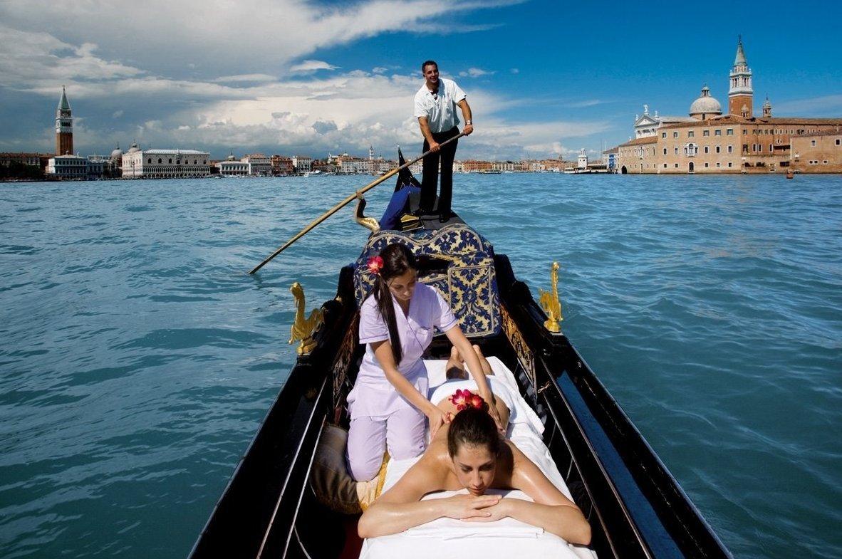 Сеанс массажа в гондоле услуга в отеле