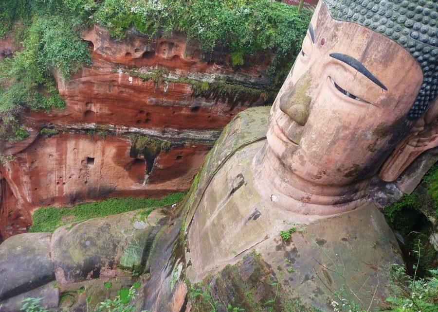 Статуя Будда Лэшань в Китае